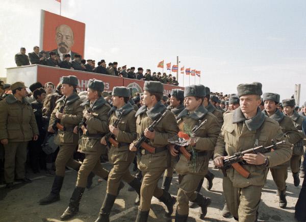 ФОТООКО: Преди 25 години СССР изтегли войските си от Афганистан ...