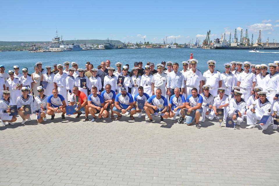 ФОТОФАКТИ: НАГРАДИХА ПОБЕДИТЕЛИТЕ В СПАРТАКИАДАТА НА ВМС!