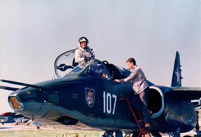 """Резултат с изображение за """"първият полет на Су-25."""""""