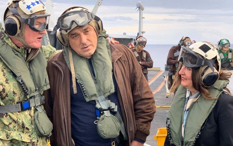 ГОРЕЩО: БОЙКО БОРИСОВ СЕ КАЧИ НА АМЕРИКАНСКИЯ САМОЛЕТОНОСАЧ USS HARRY S.TRUMAN (ГАЛЕРИЯ И ВИДЕО)