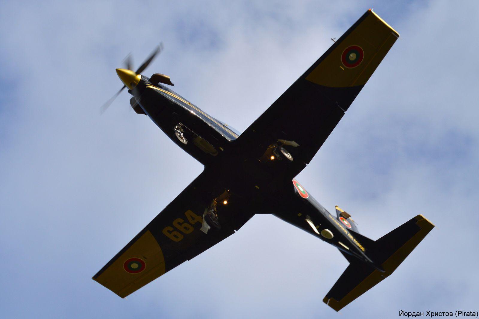 ФОТОФАКТ: Първи полети за 2021 г. във ВВУБ-Долна Митрополия с PC-9M и L-39ZA