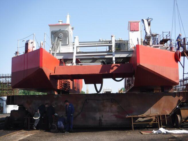 """Снимки: Катамаран """"Нефтохим"""" и моторна яхта """"Ева"""" в Бургаски корабостроителници"""