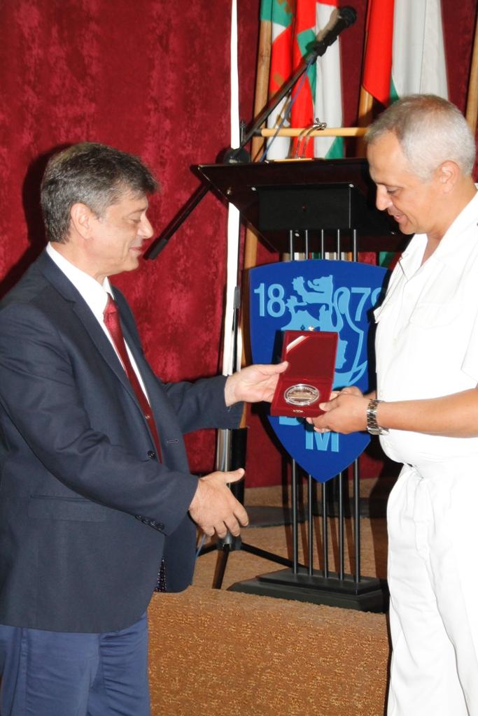 Председателят на комисията по отбрана ген. Константин Попов участва в честванията по случай 138-ата годишнина от създаването на ВМС, връчи почетен знак от името на Народното събрание
