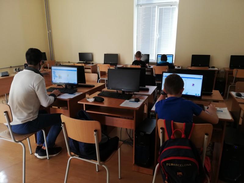 ФОТО-ОКО: Възпитаници на Математическата гимназия проведоха занятия в Морско училище