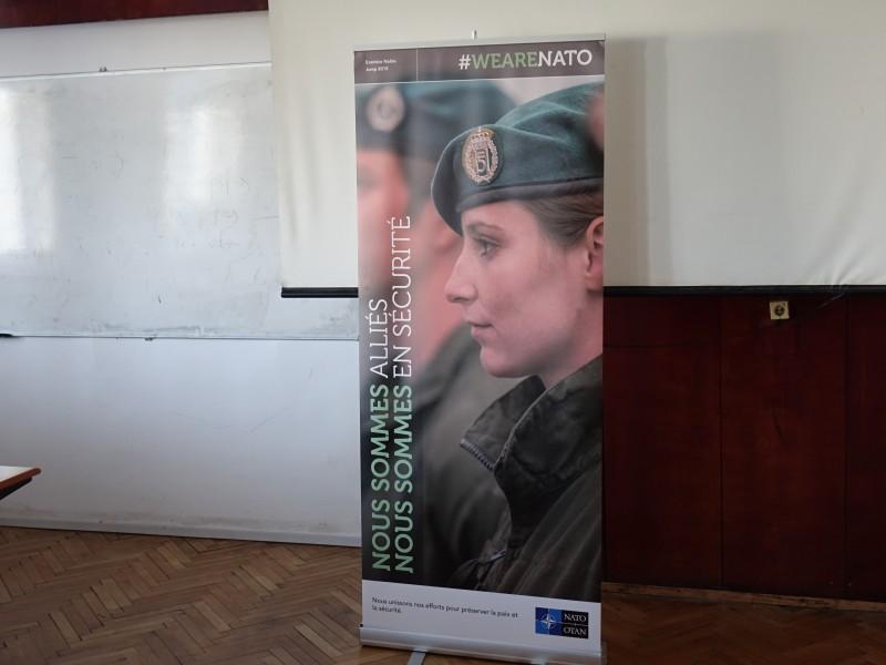 """Снимки: Среща по проект """"Младежки посланици на НАТО"""" в Морско училище"""