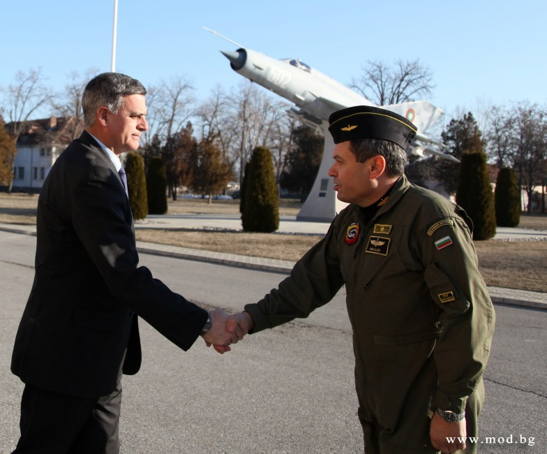 Bulgarian Minister of Defense visits Graf Ignatievo Fighter Airbase
