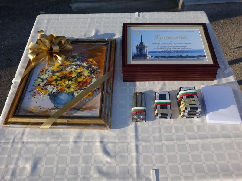 Снимки: Церемония по награждаване и повишаване във военно звание