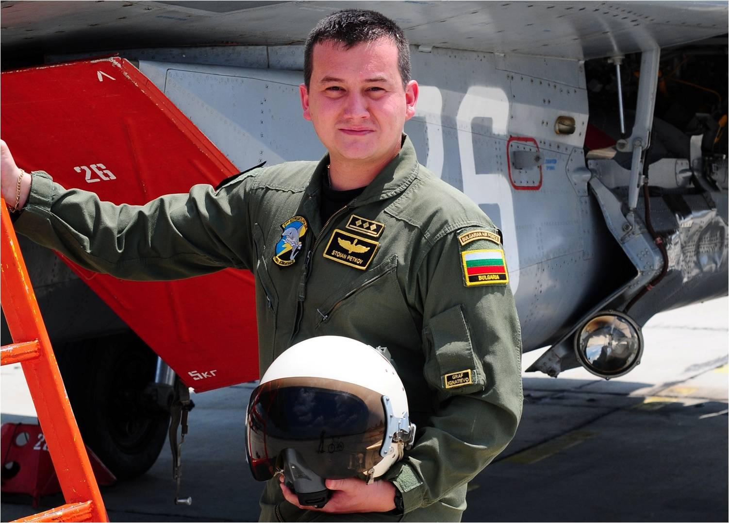 МИГ ЗА ИСТОРИЯТА: ПЪРВИ БЪЛГАРСКИ ЛЕТЕЦ - МАЙОР СТОЯН ПЕТКОВ, СЪС САМОСТОЯТЕЛЕН ПОЛЕТ НА F-16!