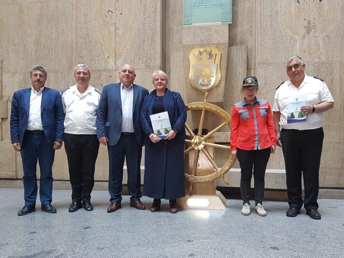 Фото-галерия: Морско училище и Професионалната гимназия по корабоплаване в Бургас ще си сътрудничат в образователния процес