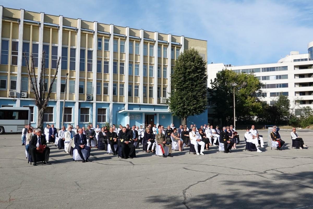 Фото-галерия: Морско училище отбеляза 140 години с концерт на Армейския ансамбъл