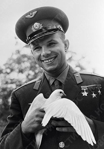 12 АПРИЛ 1961 ГОДИНА - ЮРИЙ ГАГАРИН - ЧОВЕК В КОСМОСА! КАК ВОЕННИТЕ НИ ЛЕТЦИ ОТПРАЗНУВАХА ДАТАТА ТОГАВА