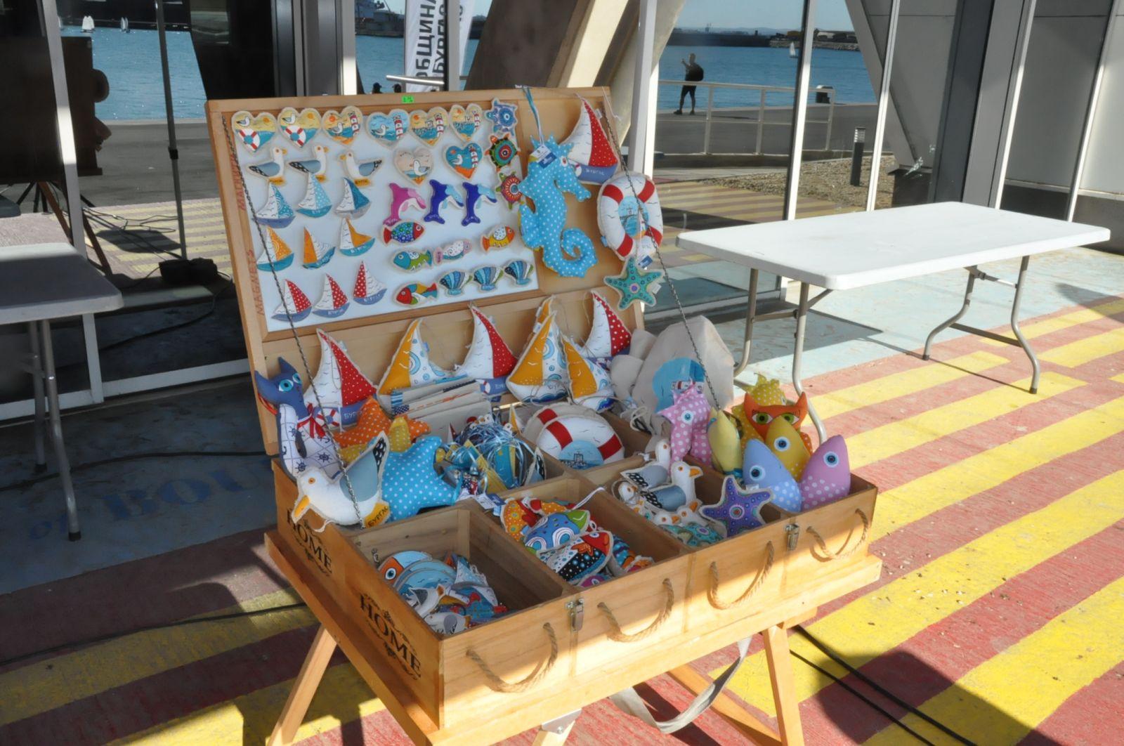 Фото-галерия: Десетки ветроходци направиха демонстративна гонка на Морска гара-Бургас