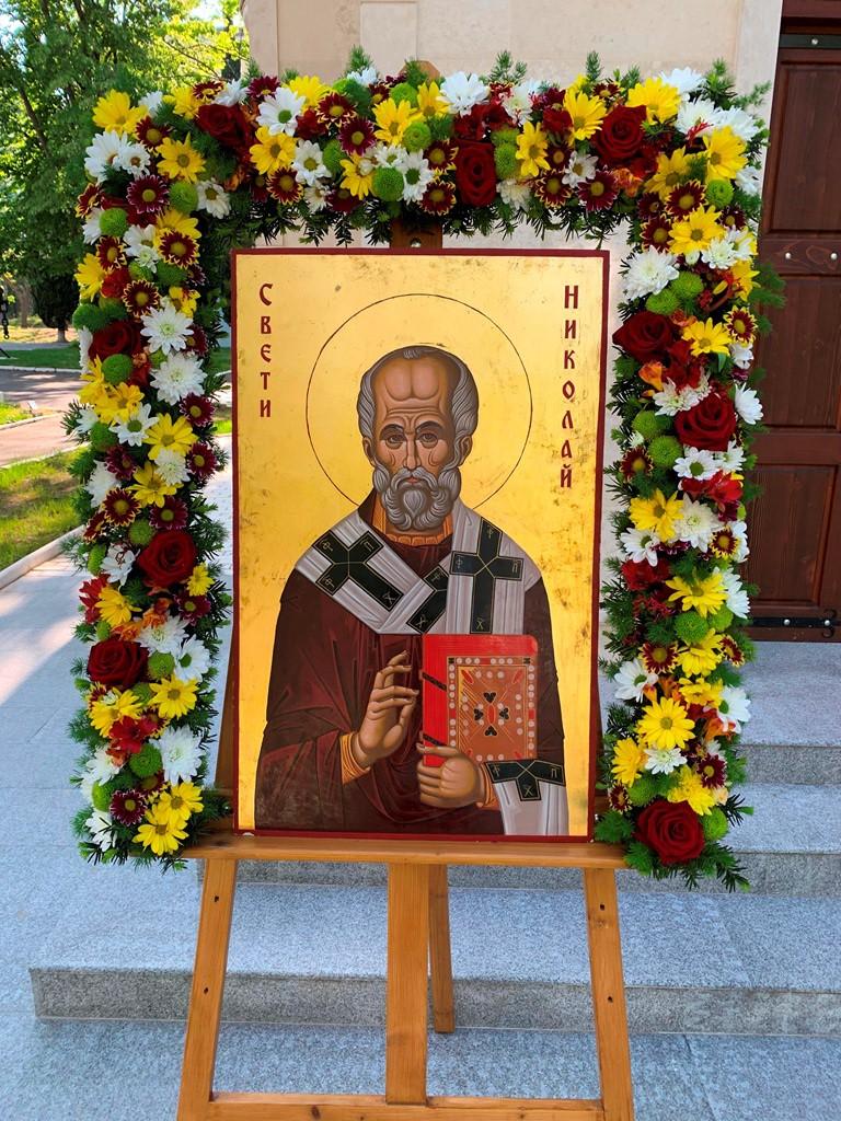 """Фото-галерия: Храм """"Св. Николай"""" в Морско училище отбеляза своя празник"""