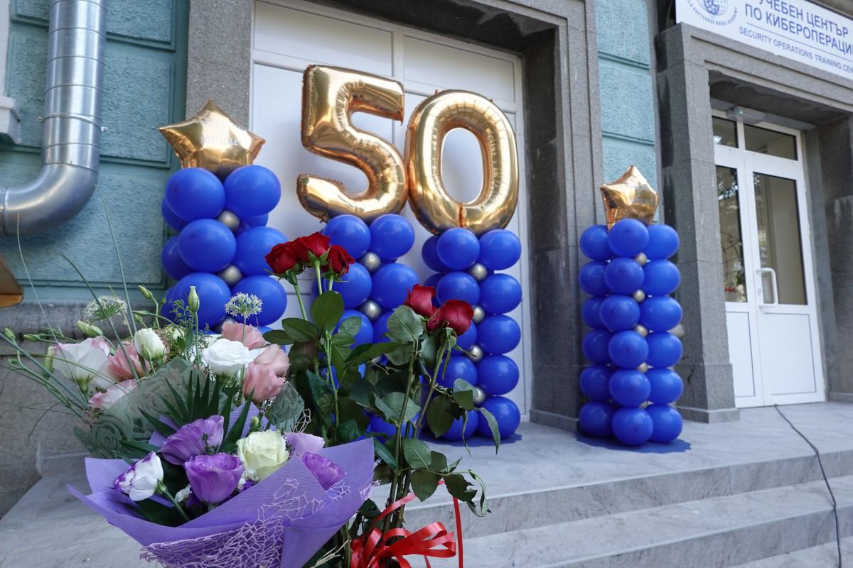 """Фото-галерия: Началникът на отдел """"Логистика"""" в Морско училище празнува юбилей"""
