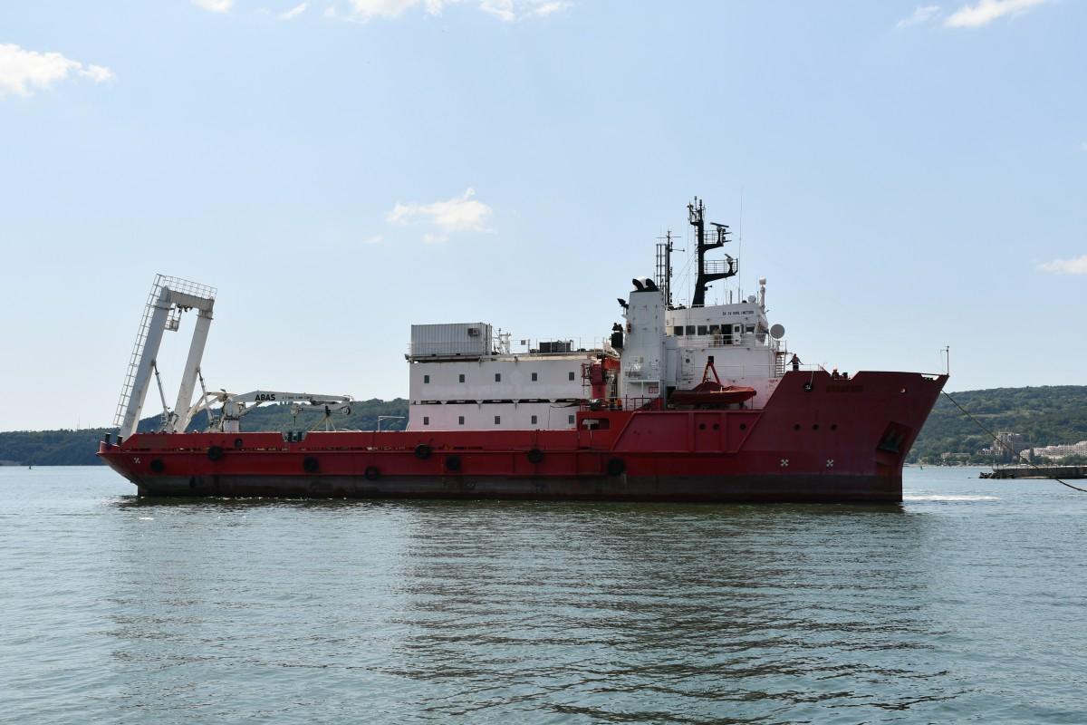 Фото-галерия: Първият военен научноизследователски кораб на България акостира в Пункт за базиране – Варна