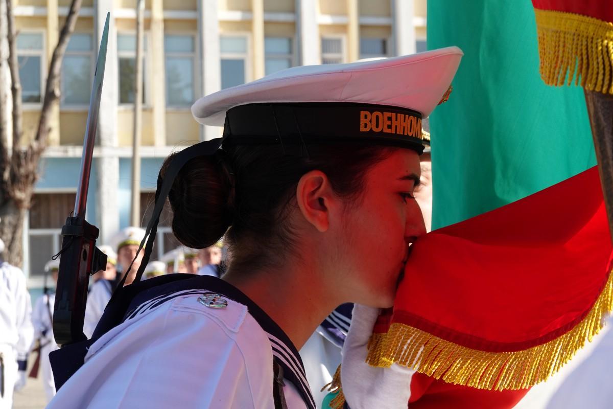 Фото-галерия: 56 курсанти от Морско училище положиха военна клетва