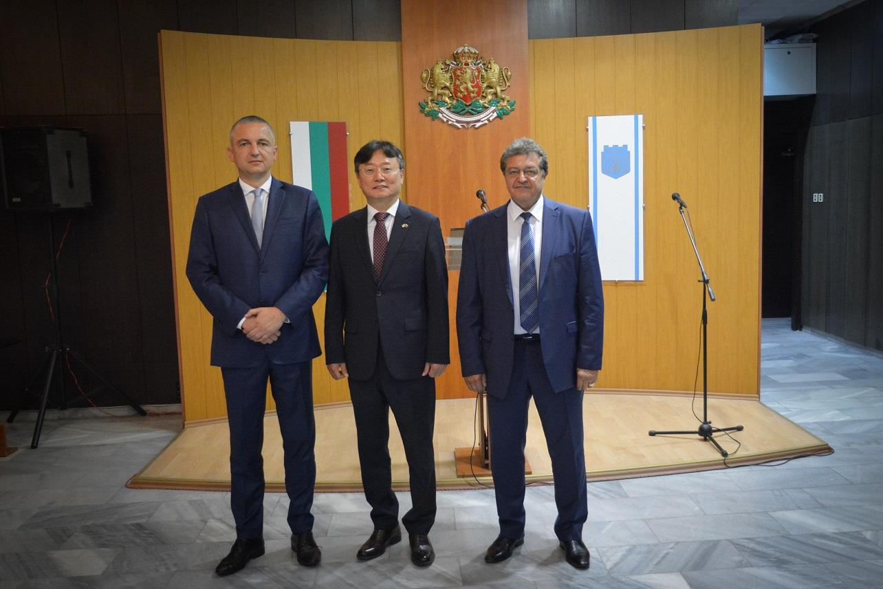 Кметът на Варна се срещна с посланика на Република Корея, обсъдиха развитието на пристанищната зона в града
