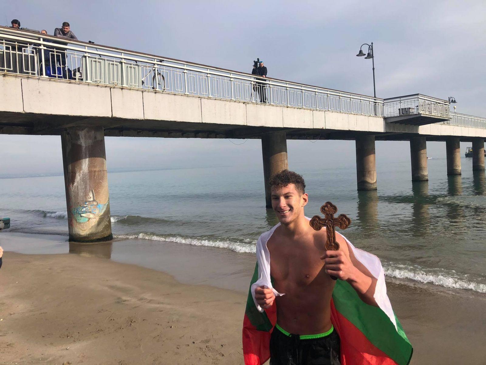 ФОТО-ГАЛЕРИЯ: 18-ГОДИШНИЯТ ИВАН ГАЙТАНОВ СПАСИ СВЕТИЯ КРЪСТ В БУРГАС