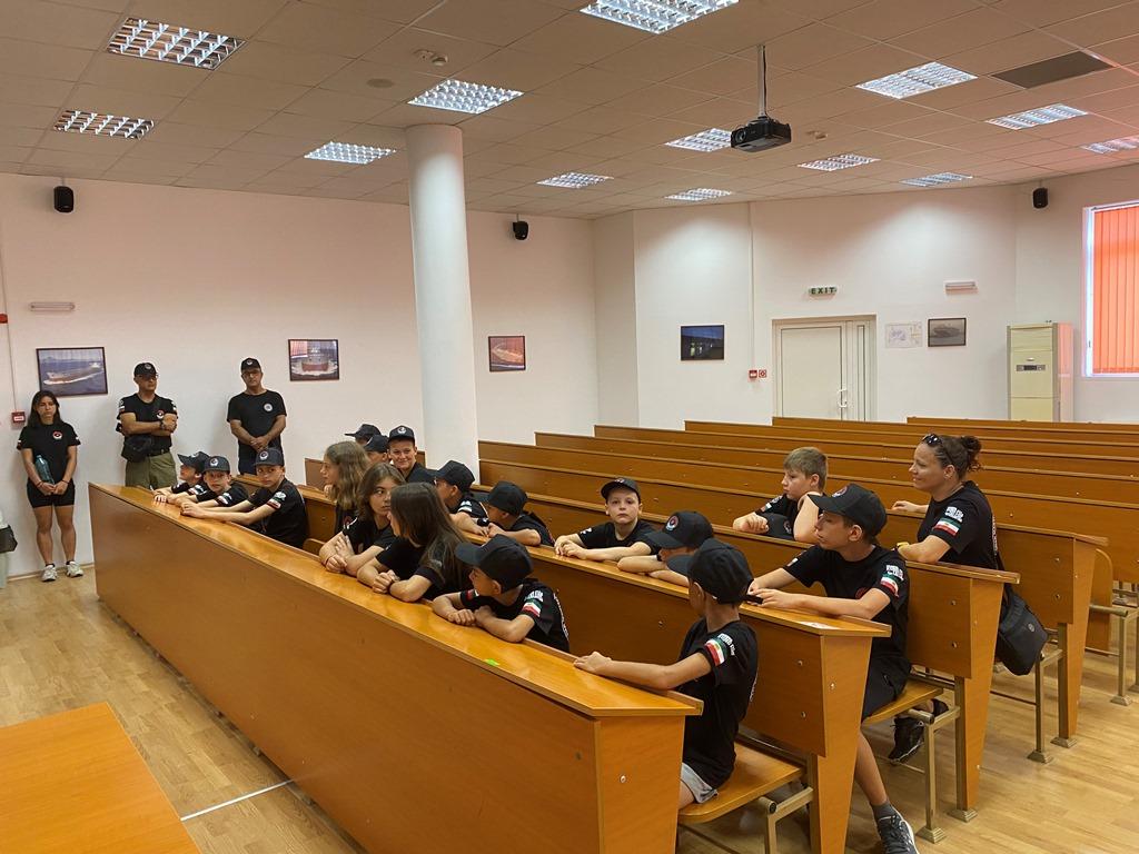 Фото-галерия: Школа по кунгфу гостува на Морско училище