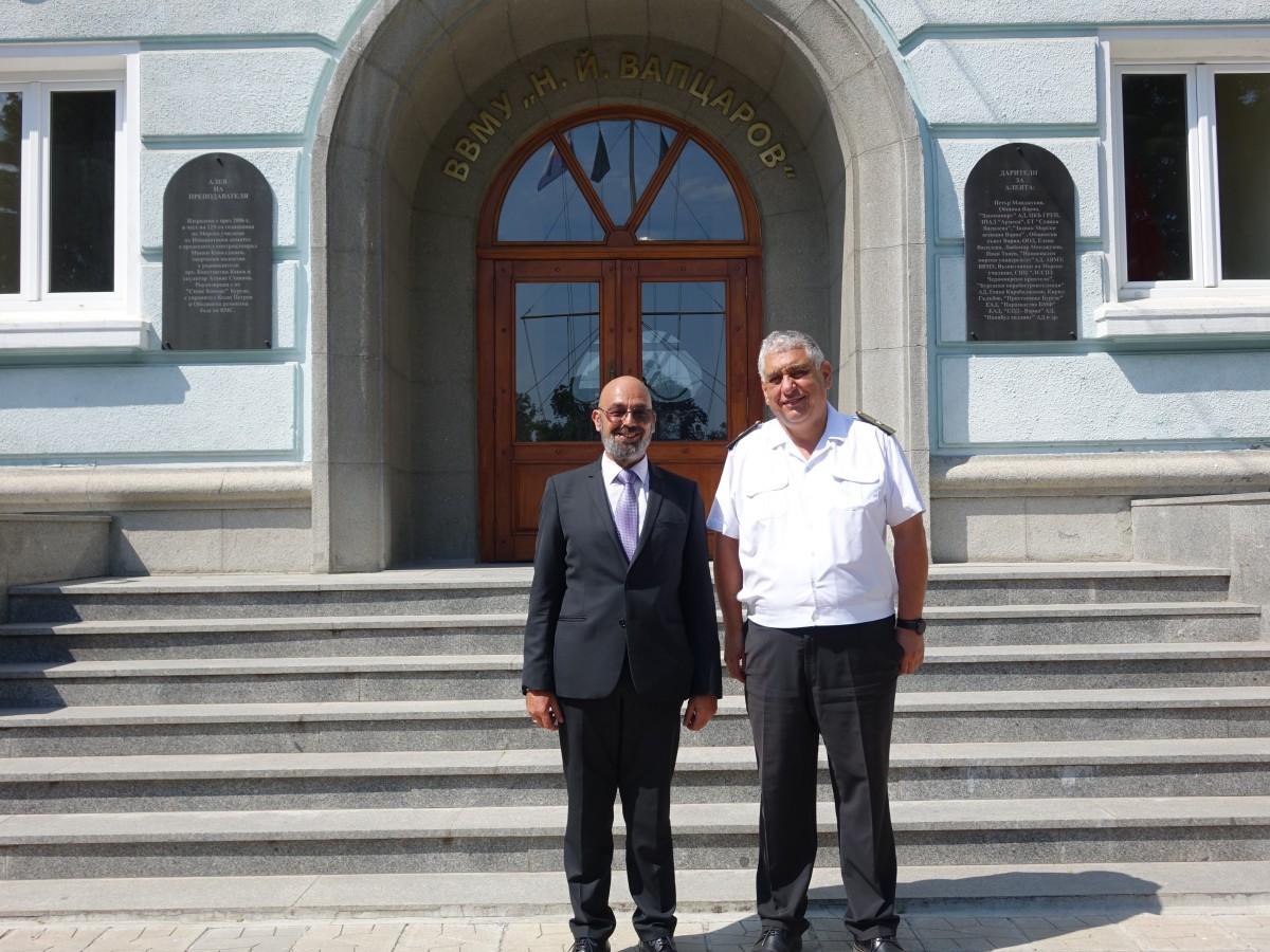 Фото-галерия: Новият областен управител на Варна на първо посещение в Морско училище