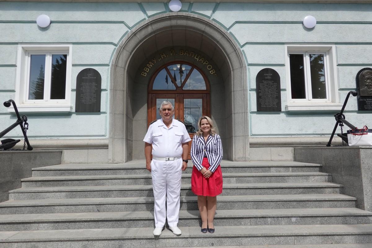 Фото-галерия: Зам.-министърът на финансите посети Морско училище
