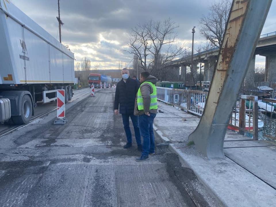 Във Варна: Започна ремонта на стария мост между града и острова в южната промишлена зона