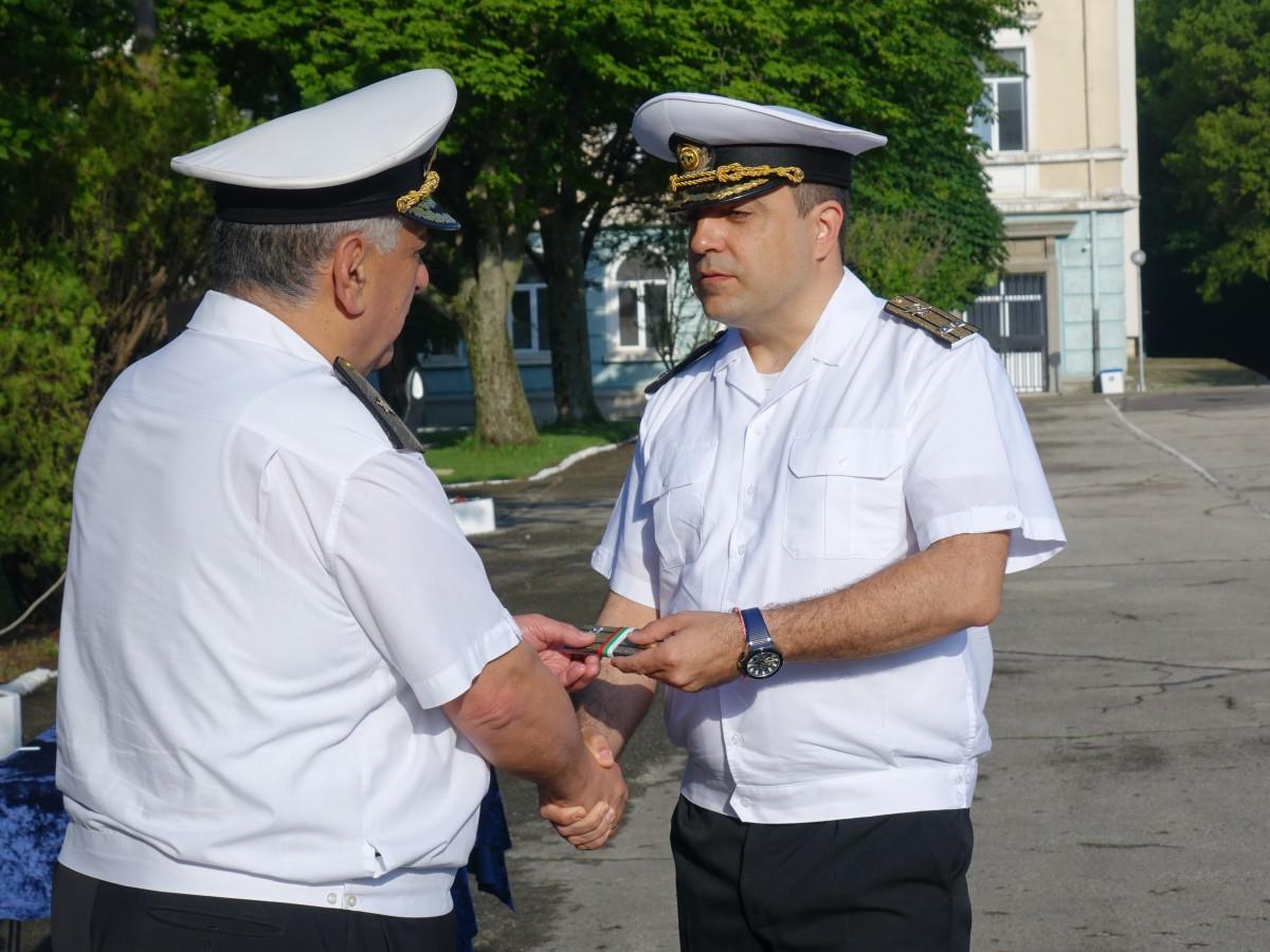 Фото-галерия: Осем военнослужещи от Морско училище с нови пагони
