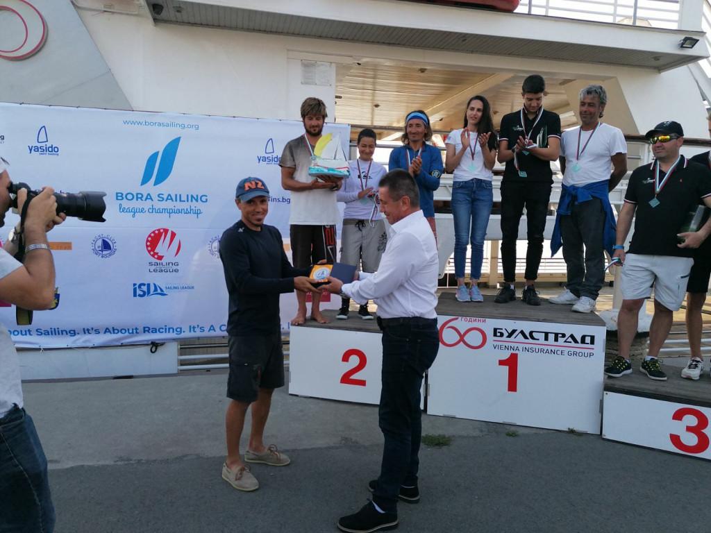 Организаторите на шампионата по ветроходство в Бургас получиха плакет от министър Георги Тодоров