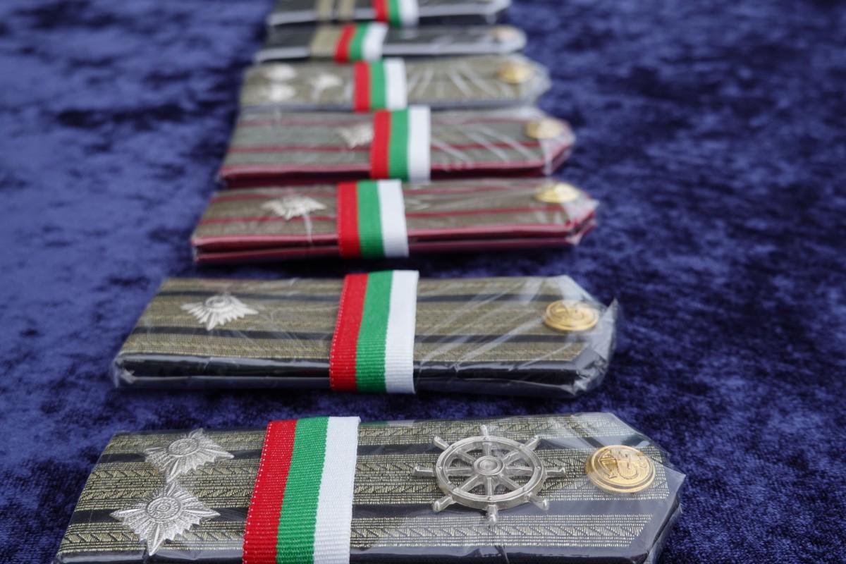 Фото-галерия: Военнослужещи от Морско училище бяха повишени