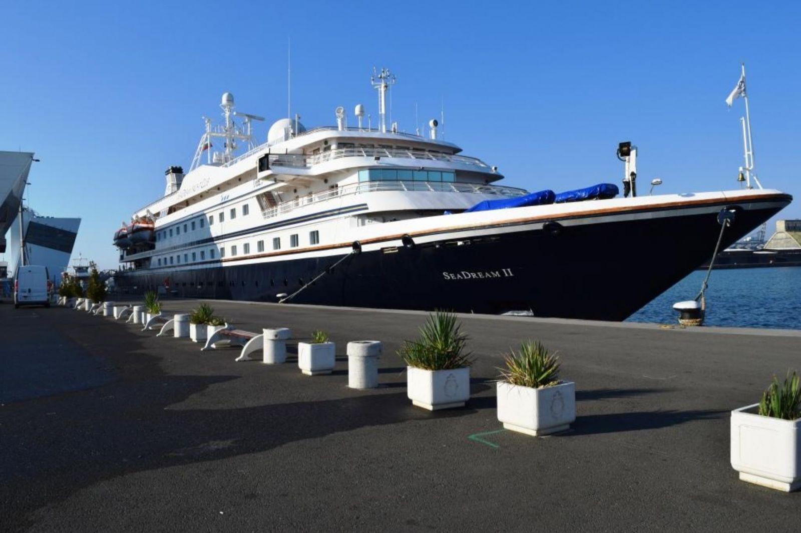 "Снимки: Второ посещение на круизния кораб ""SeaDream II"" в пристанище Бургас"