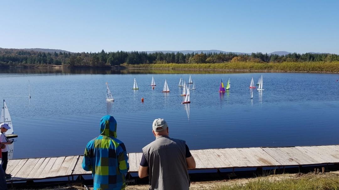 """18-20 юни: Държавно първенство по корабомоделен спорт на езерото в парк """"Липник"""" край Русе"""