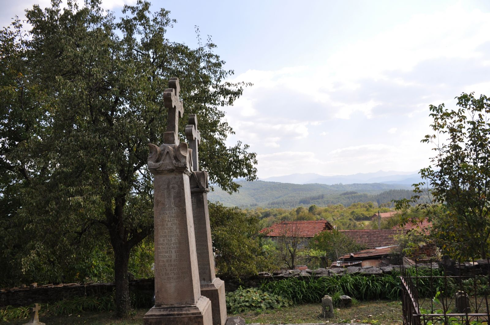 Войнишки паметници в село Гумощник