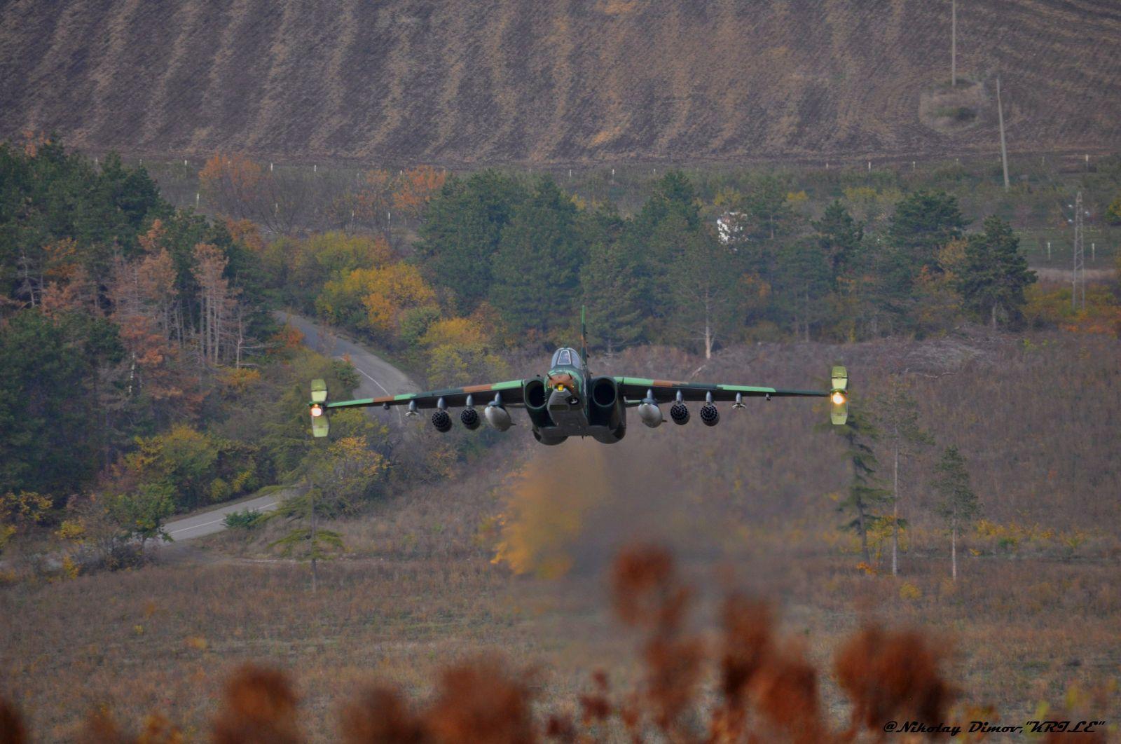 Авиобаза Безмер активно усвоява модернизираните щурмовици Су-25