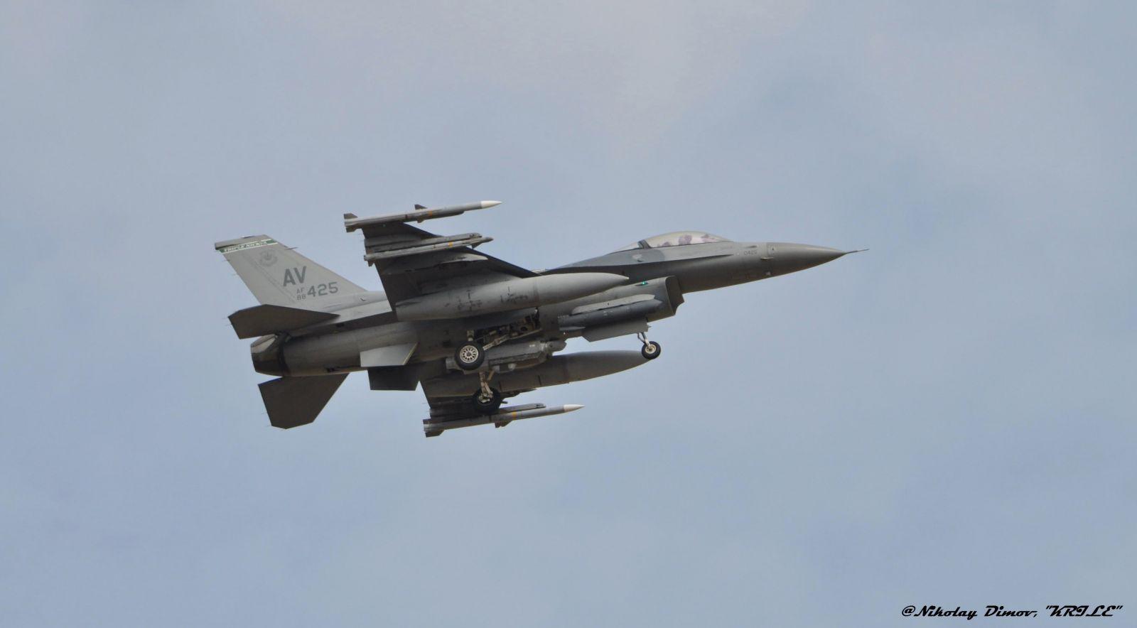 """ГАЛЕРИЯ: F-16 от ВВС на САЩ кацнаха в авиобаза Граф Игнативо за участие в """"Тракийска пепелянка – 2020"""""""