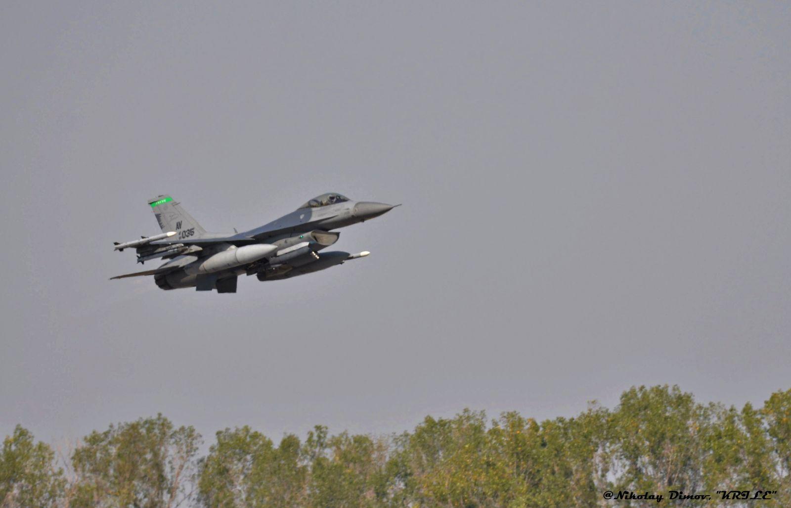 """Президентът Румен Радев на """"Тракийска пепелянка - 2020"""":""""Общият нальот на военните пилоти от Граф Игнатиево е по-малък от този на един летец от ВВС на другите държави от НАТО"""""""