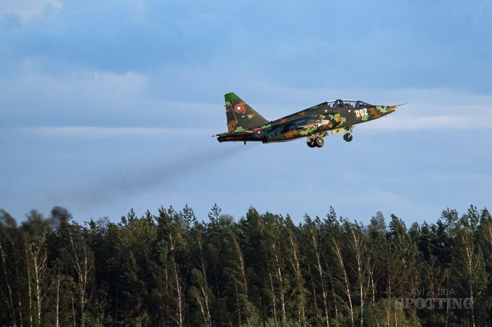 Първите два ремонтирани и модернизирани Су-25 са вече в България