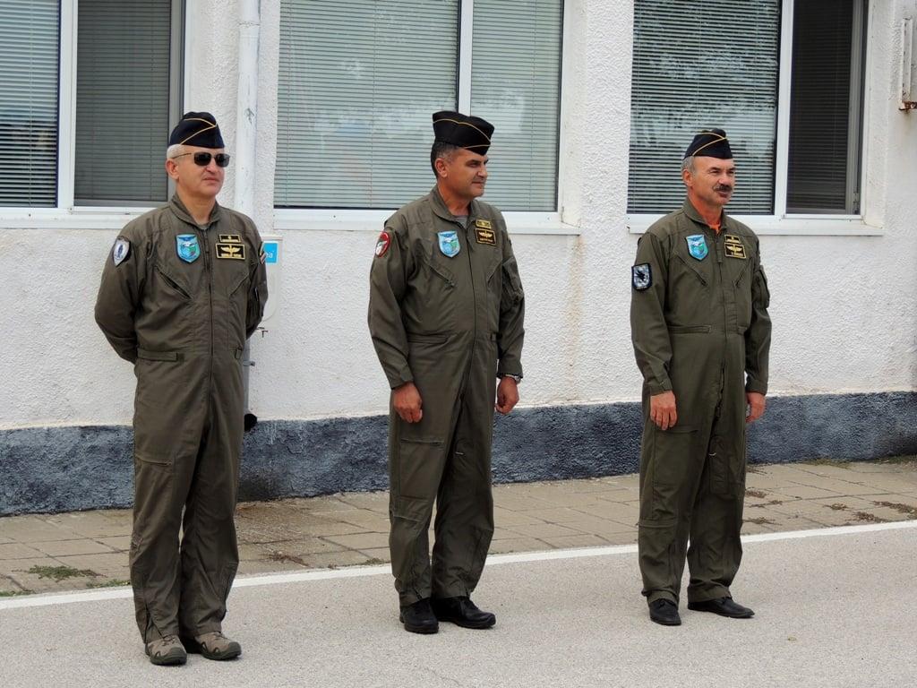 ГАЛЕРИЯ: ЧЕСТ И СЛАВА - Двамата първокласни пилоти ТАФКОВ И БАБАЧЕВ от 24АБ-Крумово преминаха в резерва