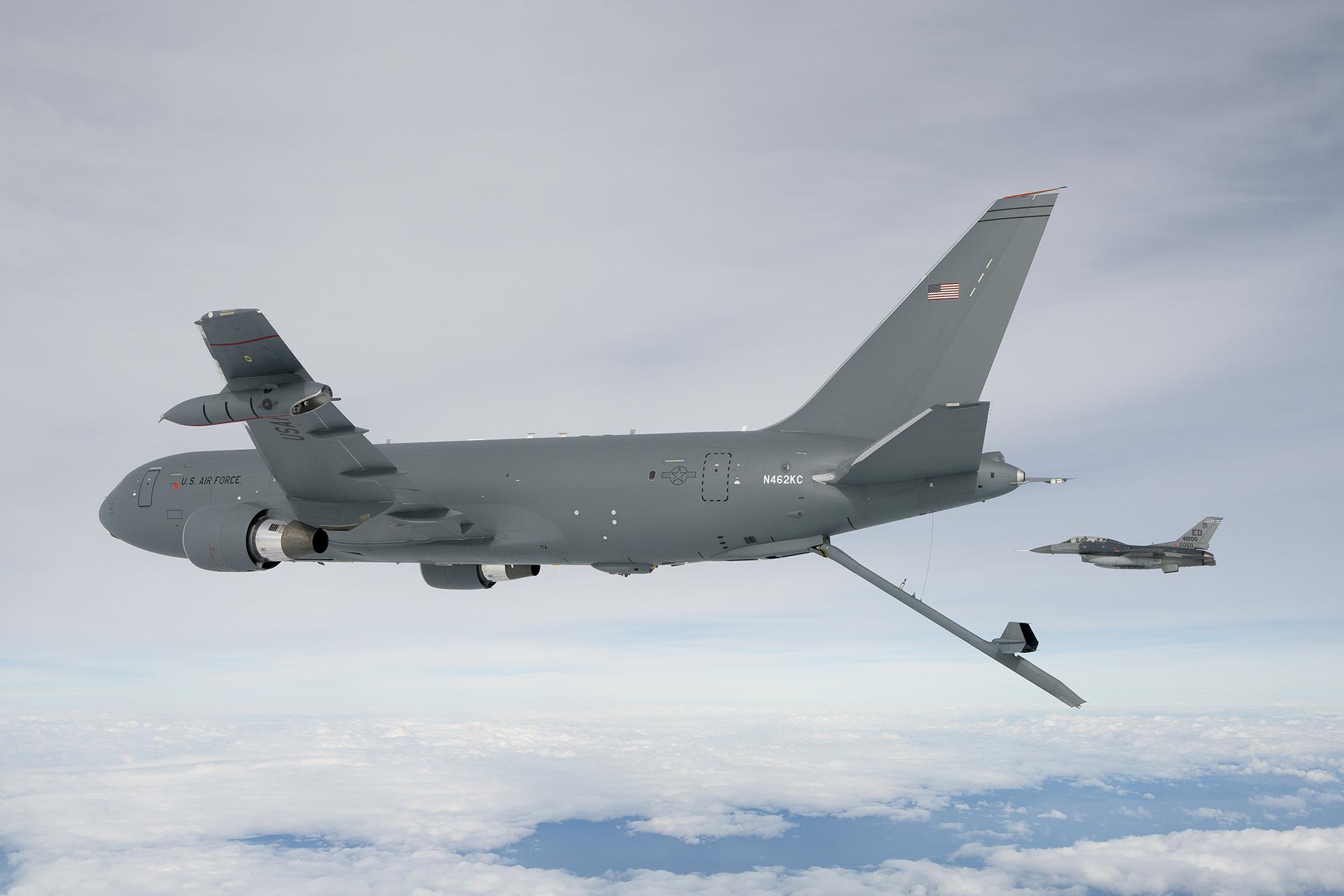 ВВС на САЩ купуват още 12 въздушни танкера KC-46А