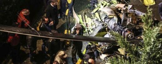 Военен хеликоптер се разби в Истанбул, спасители вадят труповете (СНИМКИ/ВИДЕО