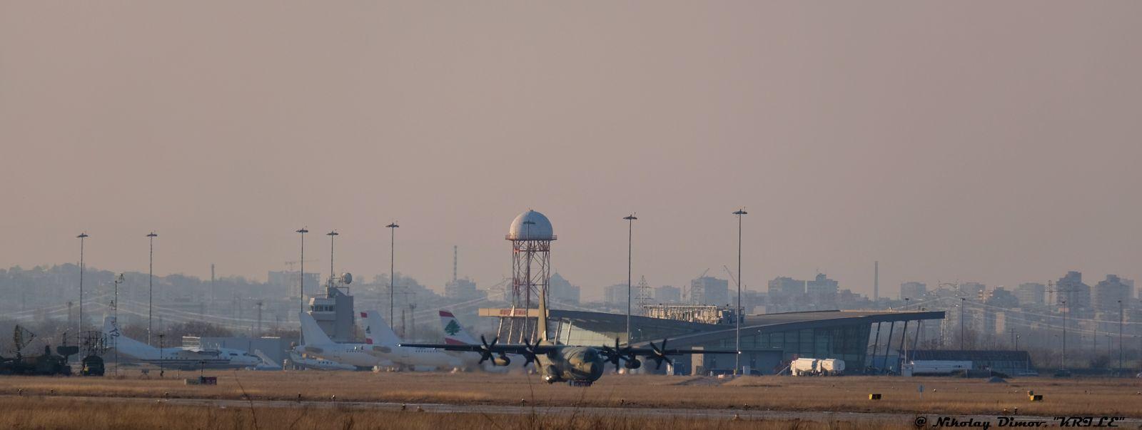 Днес на Летище Пловдив- руски Ан-12 и британски C-130J Hercules (ГАЛЕРИЯ)
