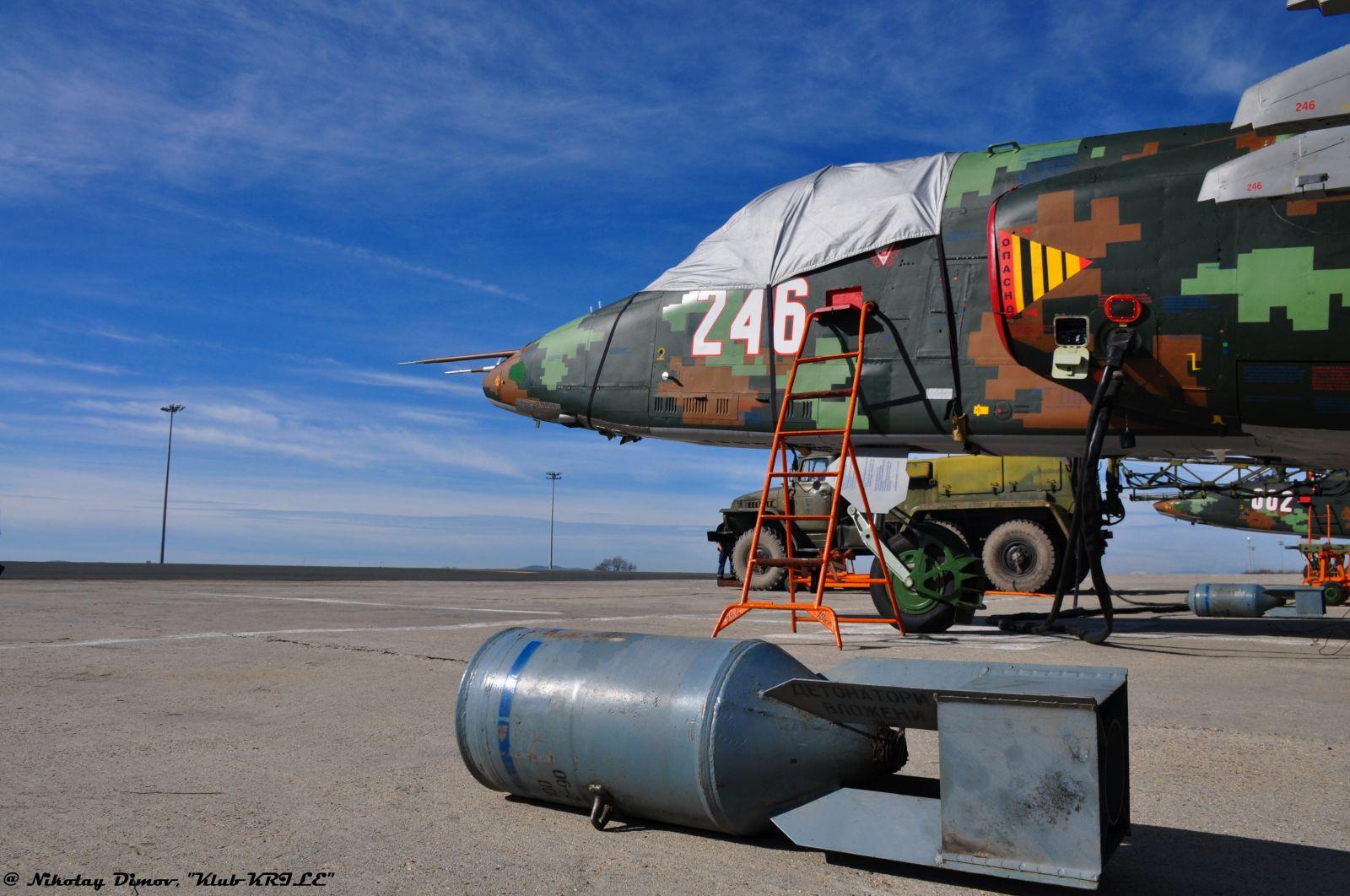 Авиобаза Безмер – полети, полети, полети (фотогалерия)