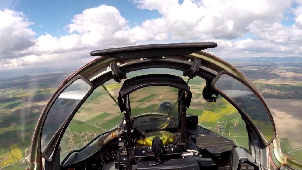 Зрелищно авиоучение в небето над България