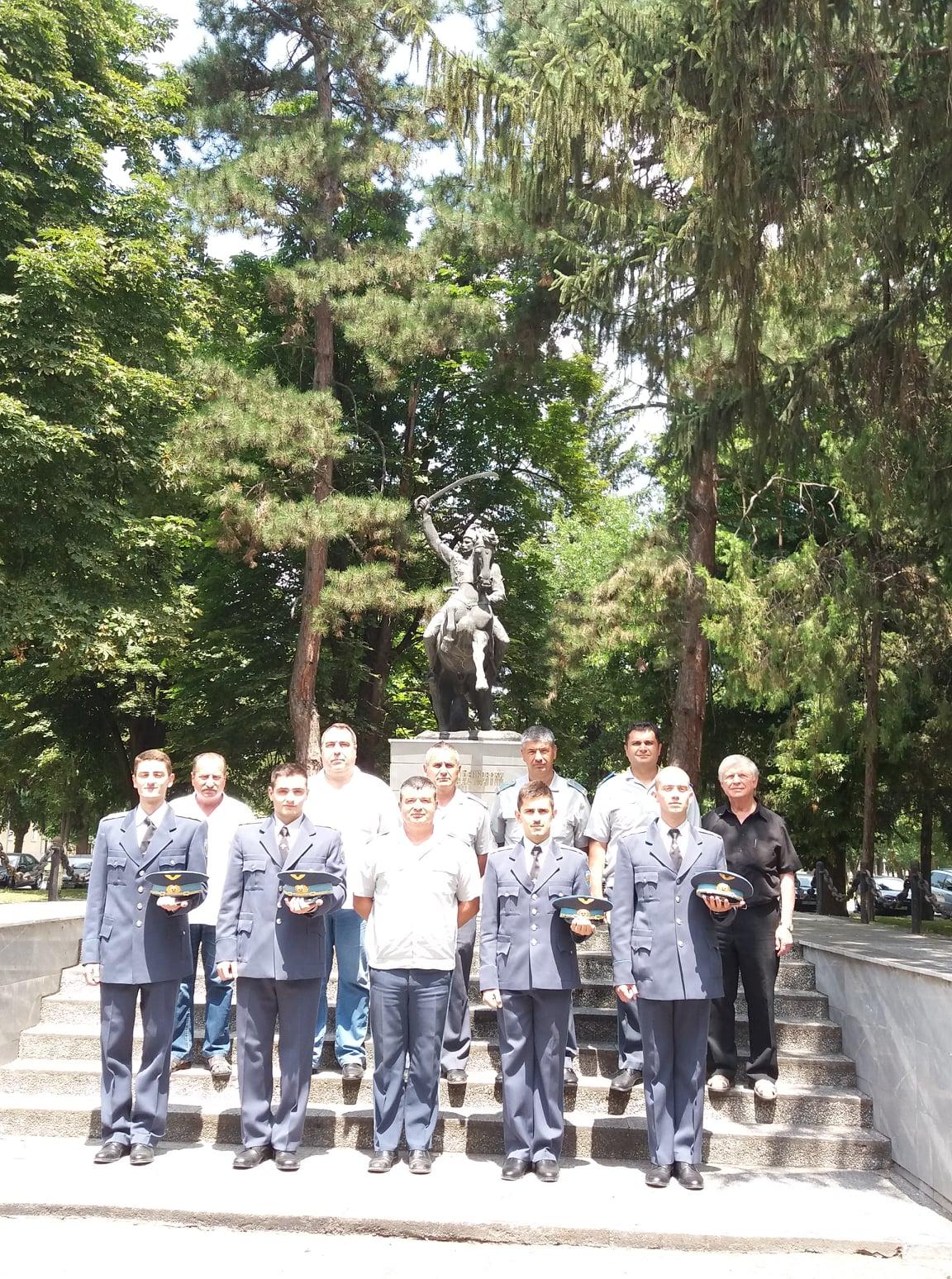 """70-ят випуск на  Висше военновъздушно училище """"Георги Бенковски"""" отлита към авиационните бази"""
