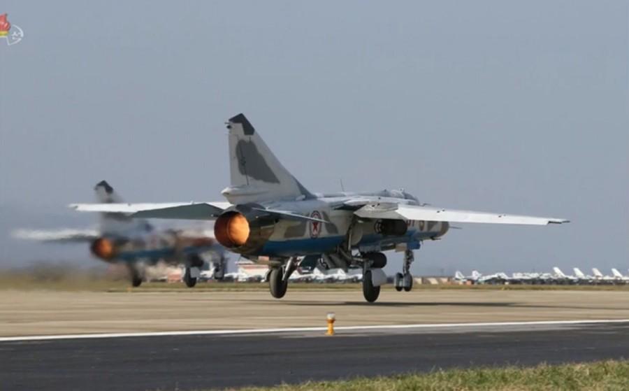 Мащабно учение на ВВС на КНДР (ФОТОГАЛЕРИЯ)