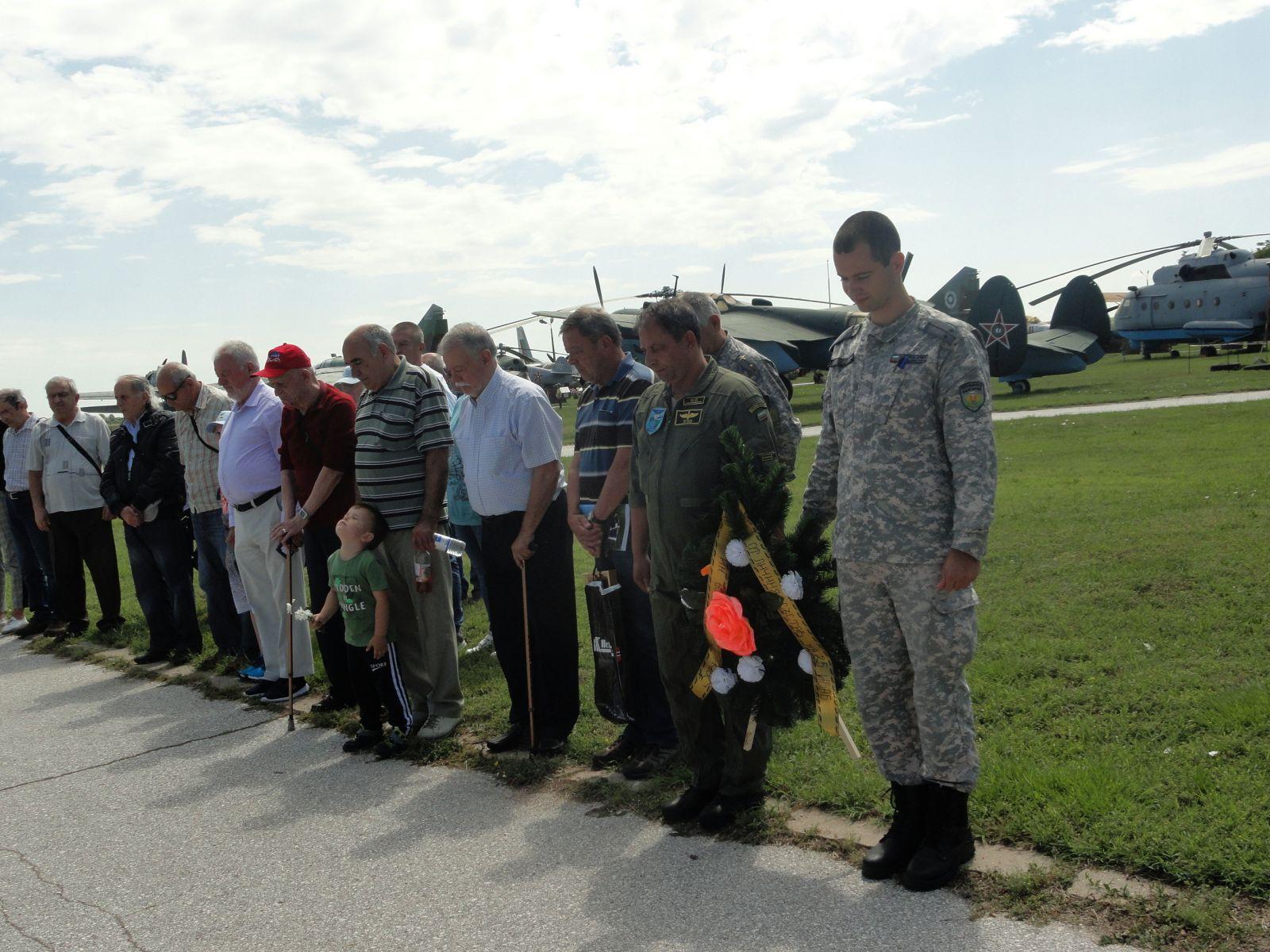 70 години от създаването на 25 ИАП: Венци и цветя на паметника на подполковник Спас Содев
