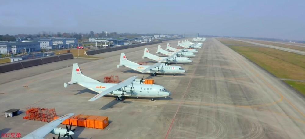 Впечатляващи кадри от работата на китайската военно-транспортна авиация по доставка на товари в Ухан (видео)