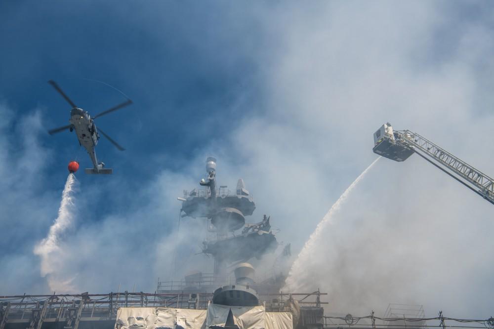 Уникални снимки от потушаване на пожара на борда на USS Bonhomme Richard (LHD-6) и на нанесените поражения (+видео)