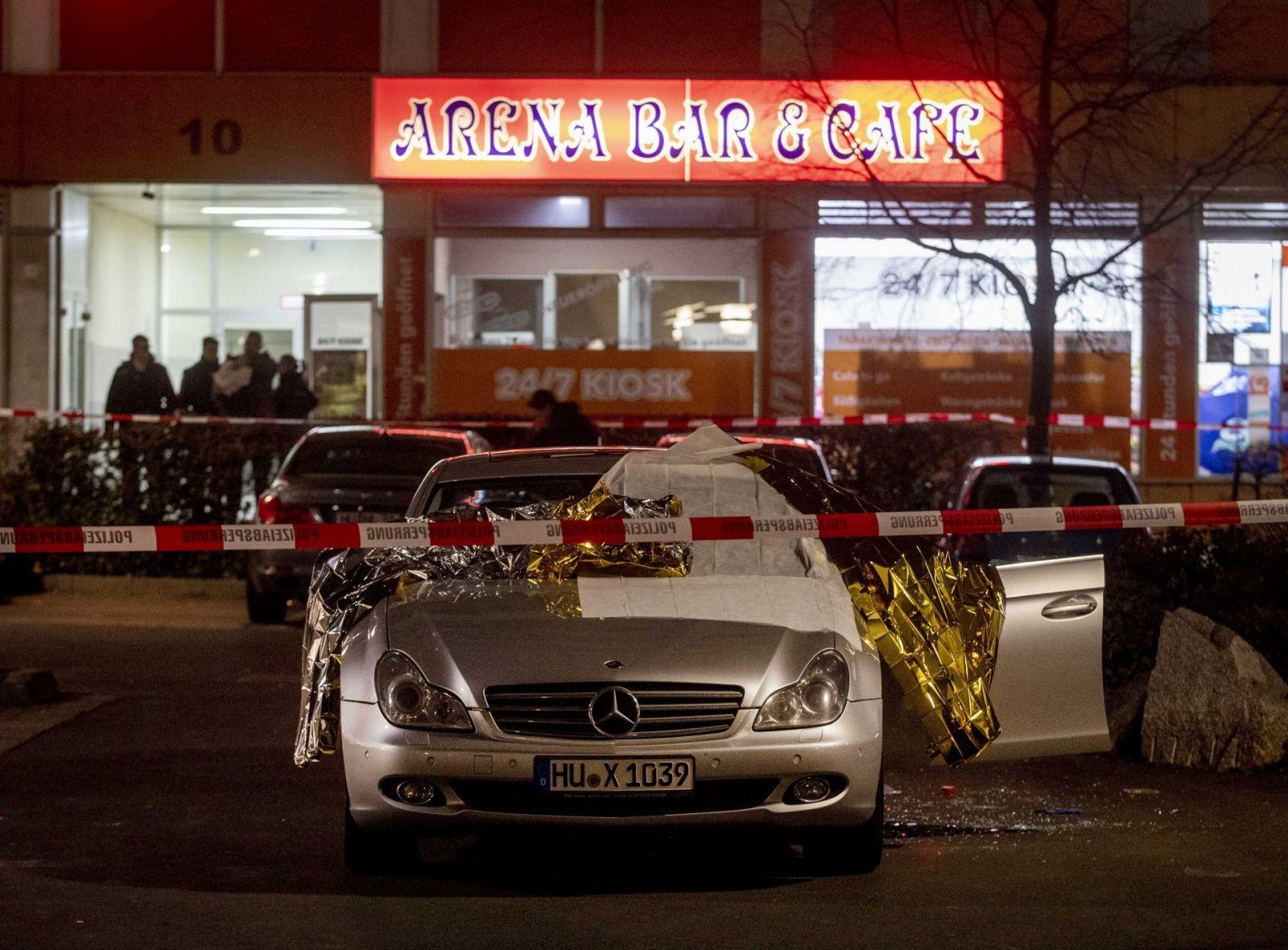11 убити при стрелба в два бара и на площад в Германия (снимки)
