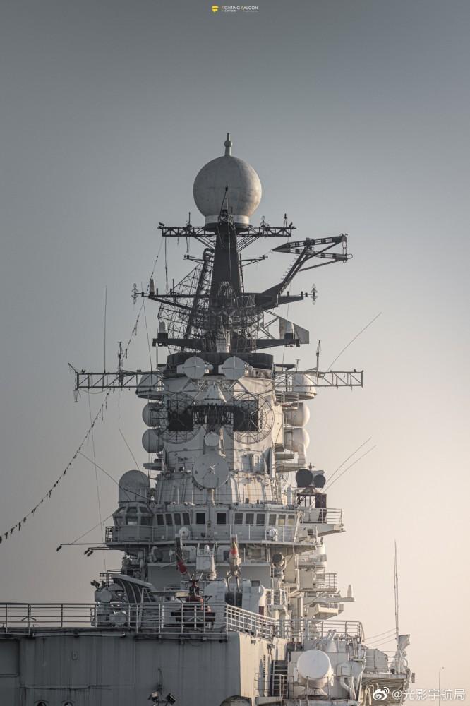 """Последен пристан: Съветският авионосещ крайцер """"Минск"""" в китайски развлекателен парк (ФОТОГАЛЕРИЯ)"""