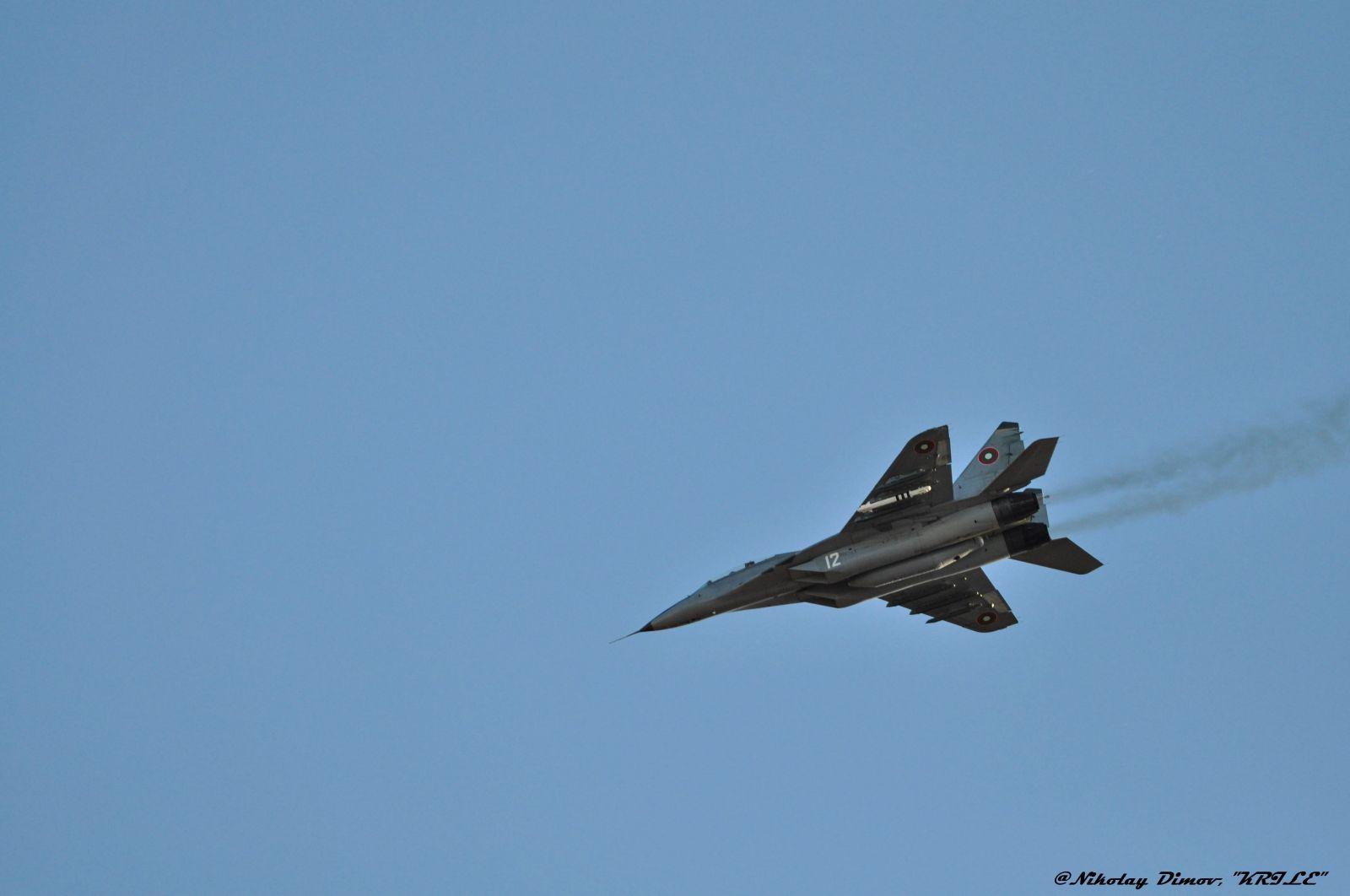 Първи кадри от атрактивните демонстрационни полети на ВВС над Пловдив (фотогалерия)